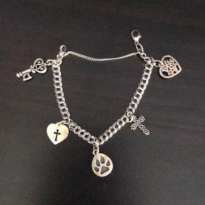 Janes Avery charm bracelet